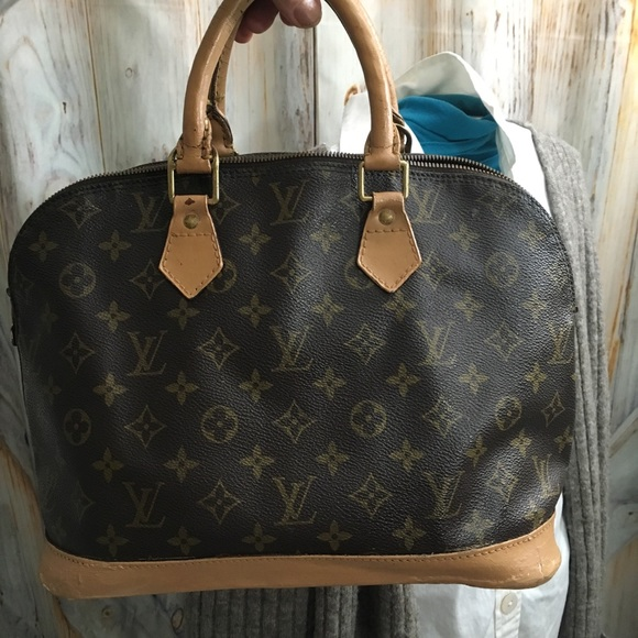 125293a314ef Louis Vuitton Handbags - Authentic Louis Vuitton Alma Distressed
